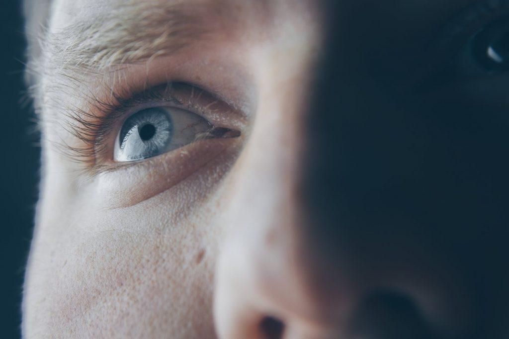 Droge ogen: oorzaken en oplossingen