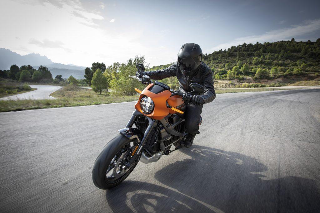 Waarom leer als motorkleding? De voordelen van leren kleding op de motor