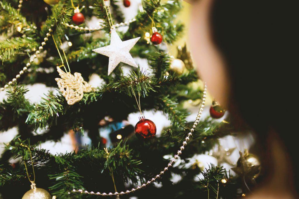 Waar komt de traditie van de kerstboom vandaan? Oorsprong + Uitleg