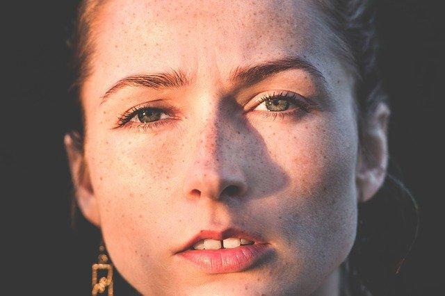 Bult achter oor: oorzaak van Pijnlijke harde knobbel achter oor