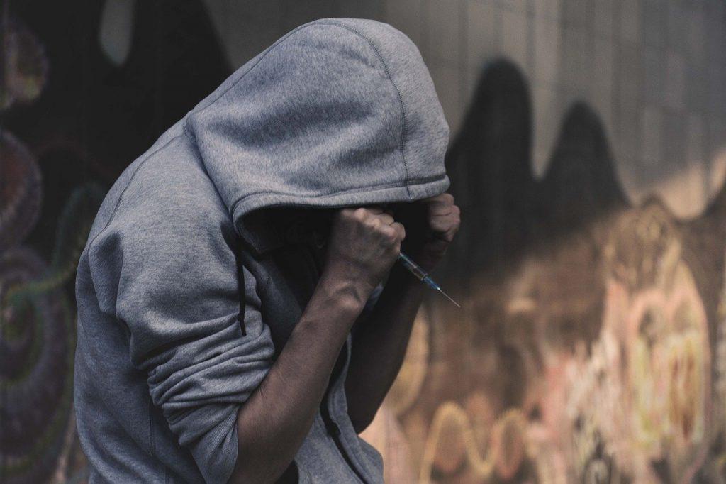 Wat zijn de afkickverschijnselen bij een drugsverslaving?