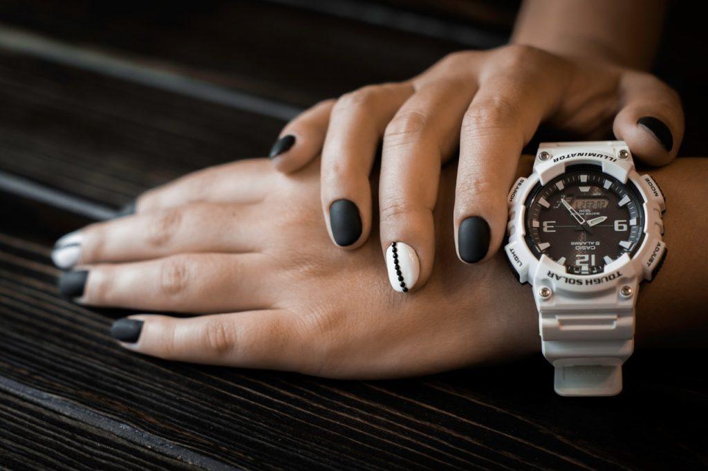 Hoor je een horloge echt aan je linker pols te dragen?