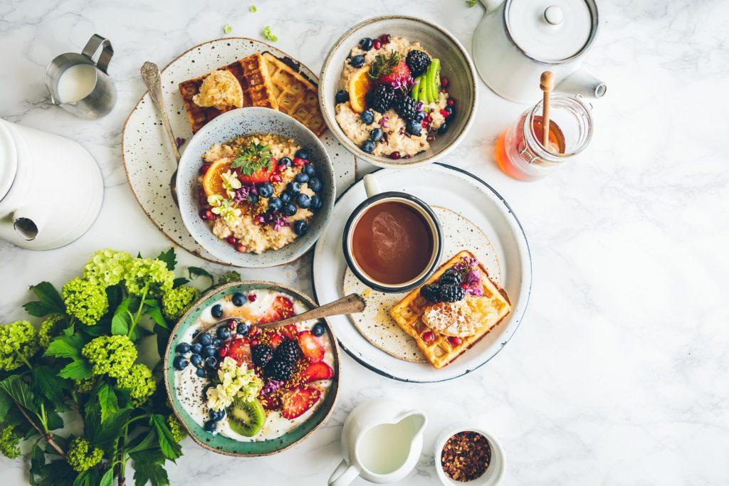 5 voordelen van een ovalen eettafel